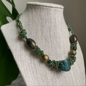 🎉5/20 SALE🎉 vintage green bead / stone necklace
